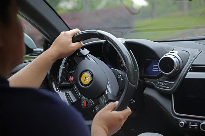 法拉利GTC4Lusso T首试:试着说出你不买它的理由