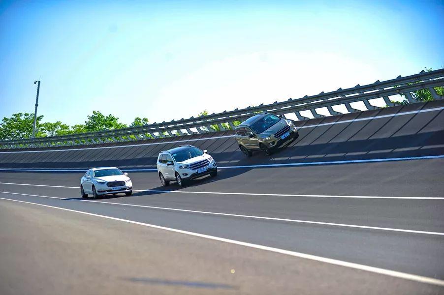 在福克斯弯漂了一圈后,终于明白了什么是『福特式驾控体验』