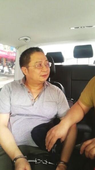 湘潭日报社原总编辑王荃逃亡8年 :靠卖画、设计鸡血石为生
