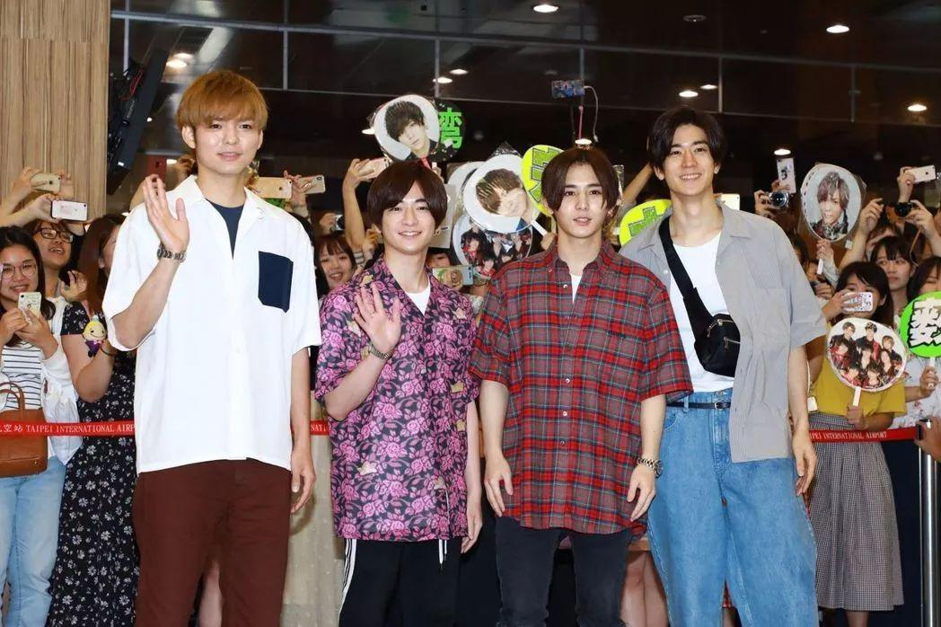 日本跳团四位帅哥现身台湾,看到珍珠奶茶被吓到