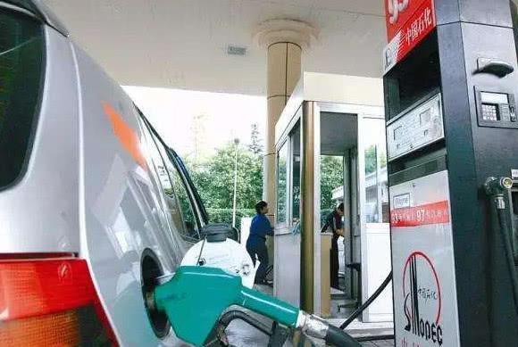 加油到底该不该一次加满,老司机说的一针见血!