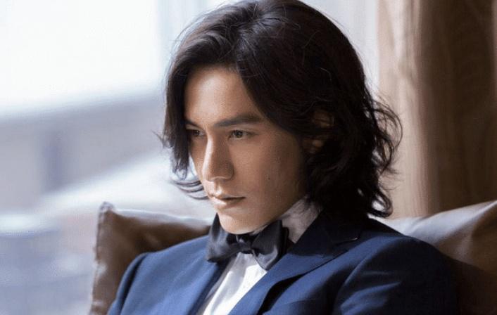 长发剪成短发,陈坤换个发型=整容,回到18岁,网友:像许嵩!
