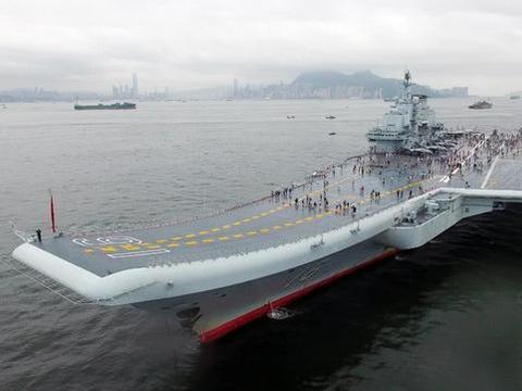 军舰又称海军舰艇,是在海上执行任务的船舶
