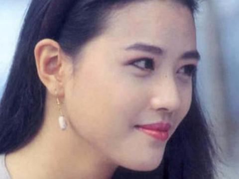 她曾迷倒整个香港男人,患皮肤病被富商嫌弃,52岁美过高圆圆