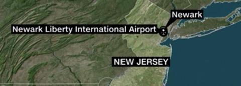 美联航一架波音客机降落时爆胎 致大量航班延误