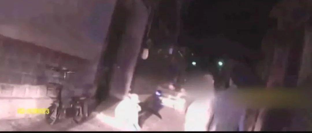 """执法录像公布!警方还原""""女快递员下跪""""过程"""