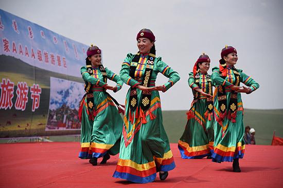 第六届草原敖包旅游节在红石崖国家生态公园盛大举行