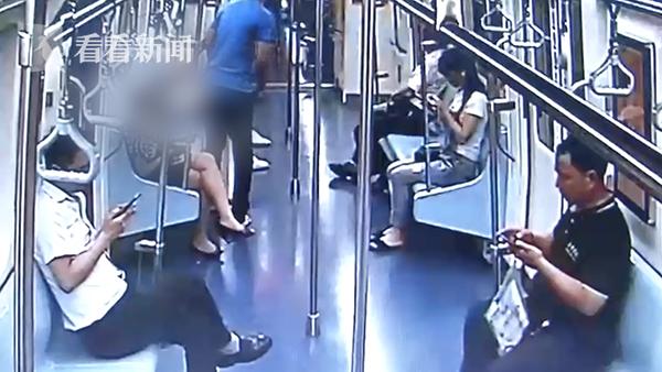 视频|男子地铁上偷拍被曝光 家人发来截图后他自首了