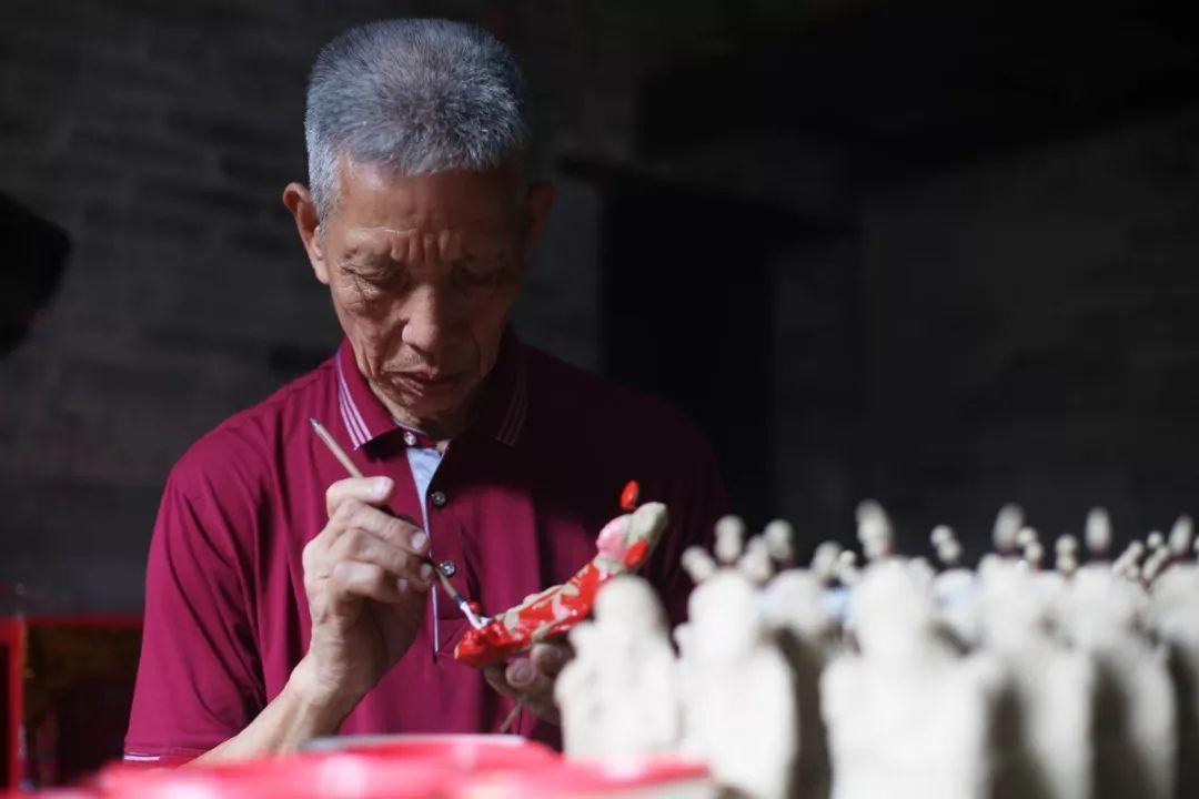 东莞故事之五十一|茶山有条街,曾经卖这些泥公仔卖到成行成市……