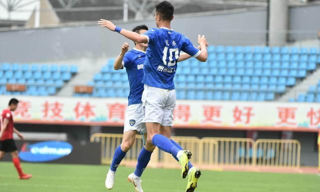 2米的他攻入赛季第10球:戈伟2球泰州2-2平不败队,殷铁生成伯乐