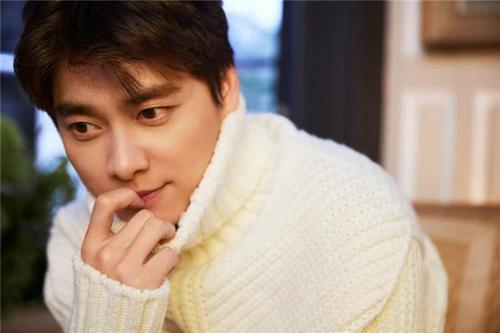 李易峰即将回归歌手身份?看到歌曲后,网友:演艺圈混不好了?