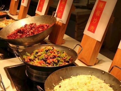 """吃自助餐有""""窍门"""",别碰这四种菜,服务员:这是老板的""""陷阱"""""""