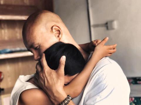 乐嘉罕见晒父女合影令人泪目,离婚后曾把女儿送进少林寺