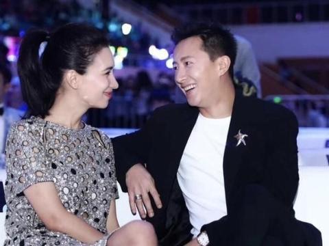 韩庚卢靖姗疑似结婚领证,P掉无名指戒指引热议!