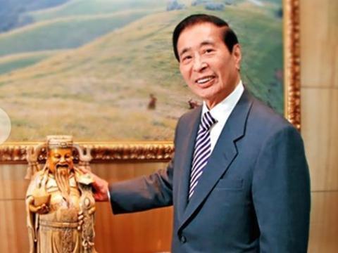 香港富豪身家2000亿,女儿为其年赚70亿,他分家时只把资产分儿子