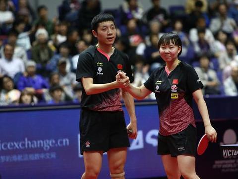 赛后朱雨玲给搭档评价很完美,许昕则表示要把自己的金牌送给陈梦