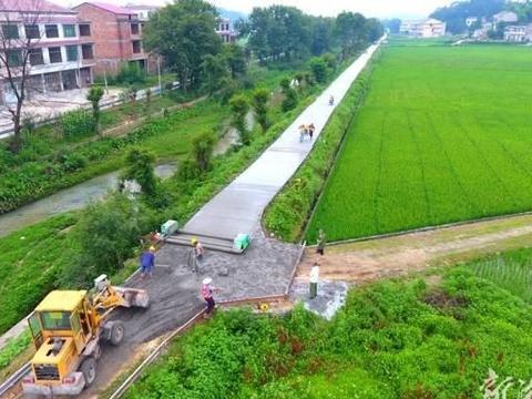 双峰:硬化村组公路