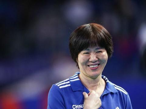 中国女排0比3惨败美国,球迷严重质疑错用一人,不是林丽和龚翔宇