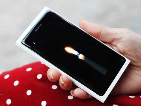 全球首款也是最后一款搭载MeeGo系统的手机