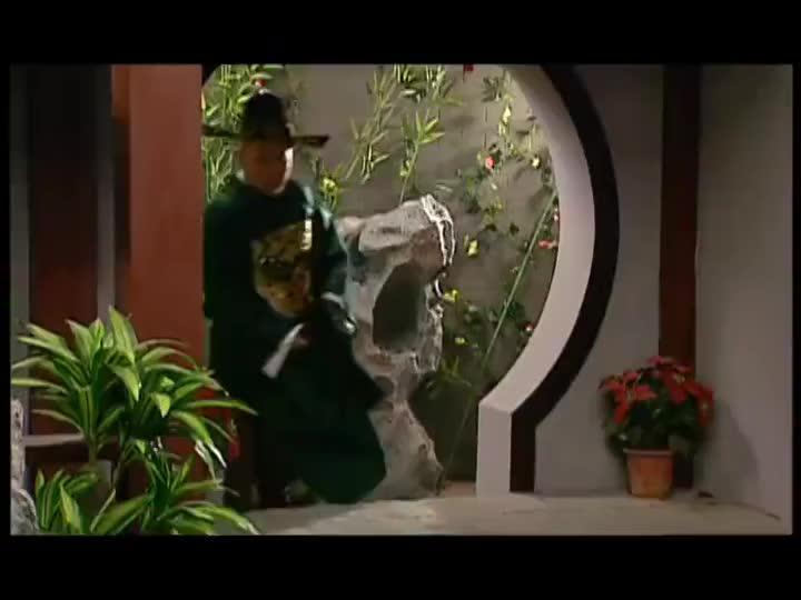虎妞做错了事,郭县令很生气,反手把于师爷一顿打