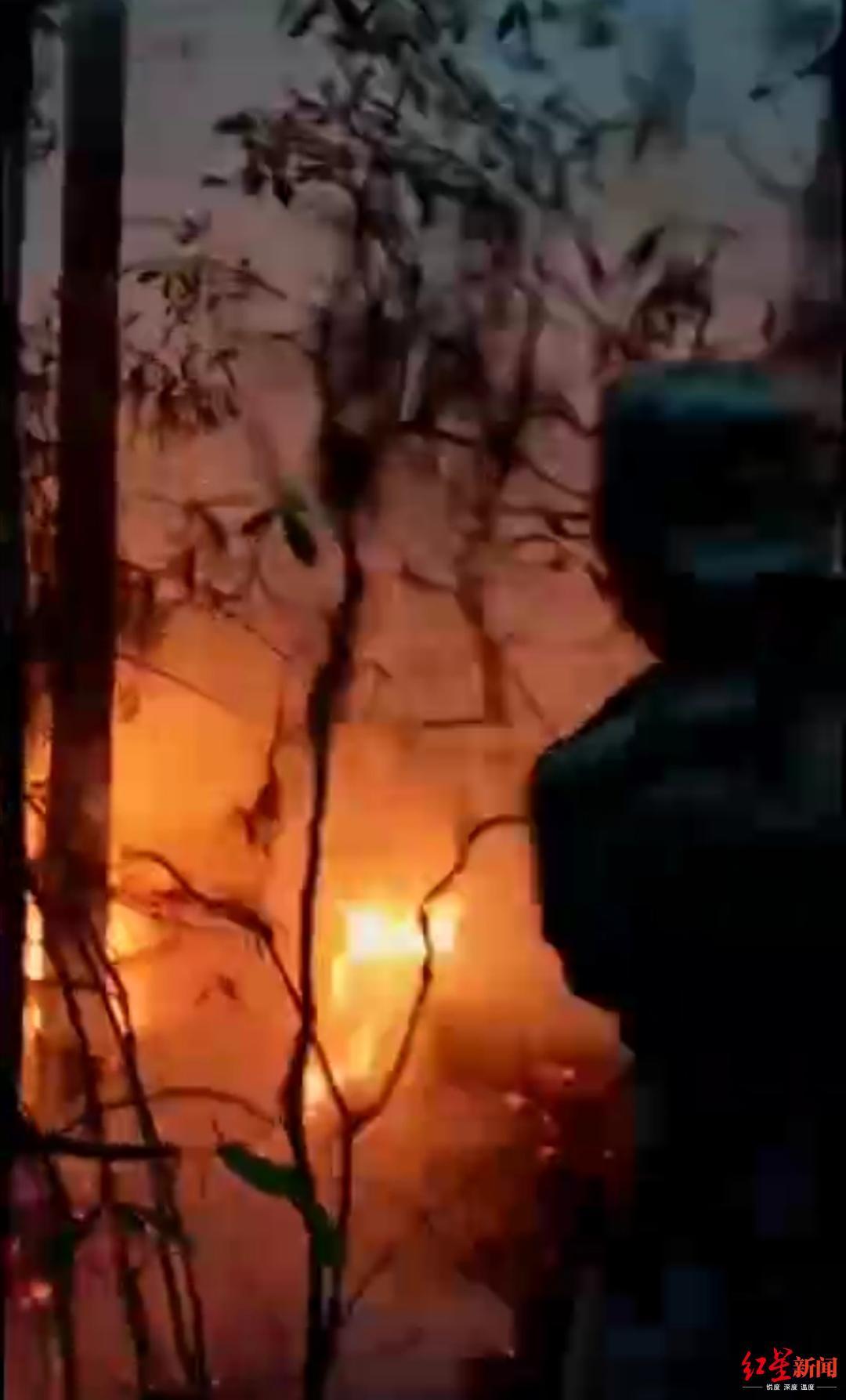 凉山木里发生森林火灾 60余名村民通宵奋战将火扑灭