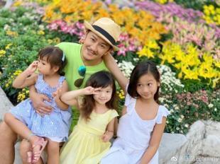 陈浩民晒与三个女儿合影 感恩老婆蒋丽莎辛勤付出