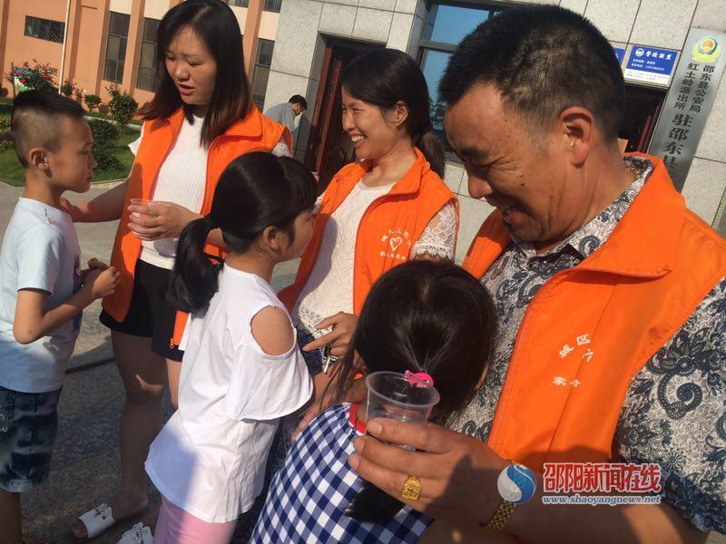邵东县城区五小开展家长志愿者活动