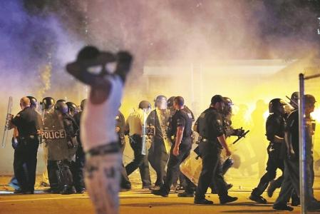美国孟菲斯市因法警枪杀黑人引发暴力冲突 致24名警察受伤
