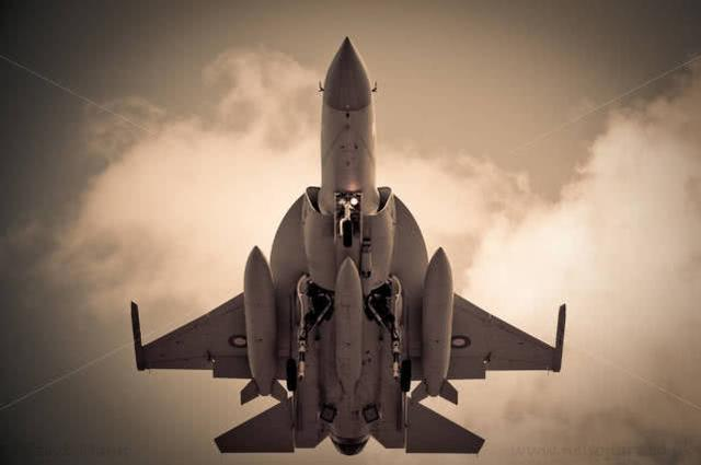 枭龙在巴黎寻找新市场,这两国兴趣浓厚,性能堪比F16最新型号