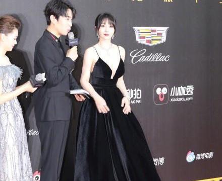 """39岁柳岩太会穿,一袭赫本黑裙高贵又优雅,还是那个""""性感女神"""""""