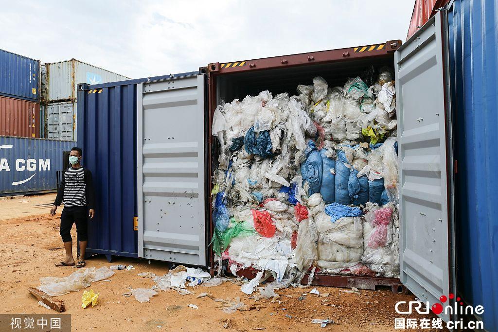 """""""我们不是垃圾场!"""" 印尼将夹带尿布的洋垃圾退回美国"""