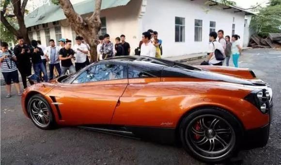 不要认为越南穷,越南街头豪华跑车并不比国外的少