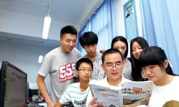 高考志愿填报中,该优先选择学校,还是注重城市?