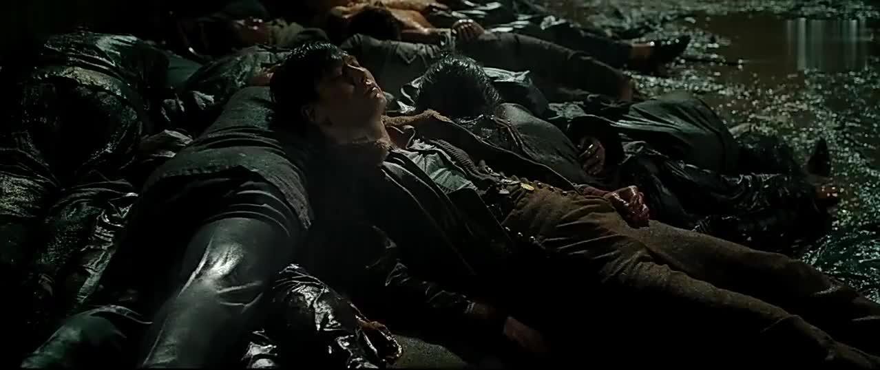 密战:于晓光被日本人杀害,尸体被扔掉,郭富城冒雨找寻!