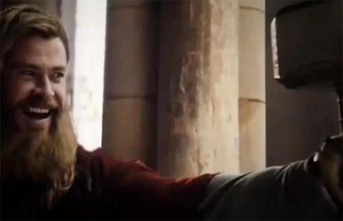 复联4:为何雷神执意与美队互换武器?电影早有暗示,原因暖心