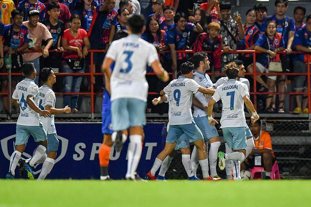 武汉卓尔旧将赛季第八球,武里南联领跑积分榜