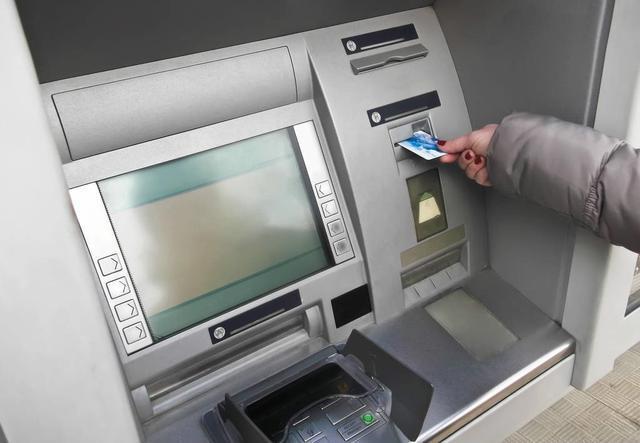 如果存款人去世 那么他在银行的存款如何才能取出?