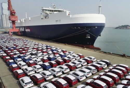 565辆汽车在江苏连云港港69号泊位装船出口