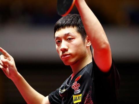 丁倚亮才23岁,魏绍轩和冯浩都只有18岁,祝贺他们拿到世锦赛冠军