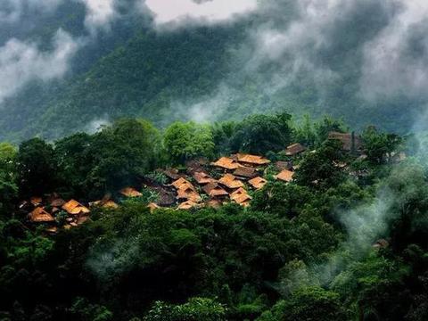 """佤族山寨被称为""""最后一个原始部落"""",他们是离天堂最近的民族"""