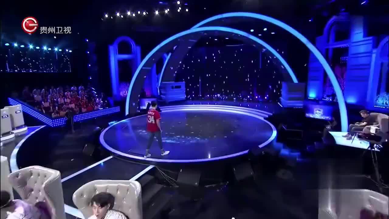 非常完美:男孩很期待美女的表白,不料台上却上来一群皮卡丘!