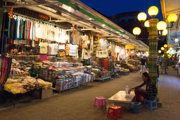 有时候想,出来旅行,想体验地道的风土人情还是需要到这样的老市场逛逛吧。