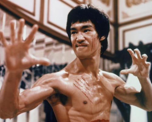 """行走的""""肌肉干尸""""工地健身30年,体脂率竟低于李小龙"""