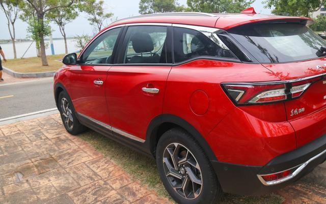 这国产SUV不输哈弗H6,标配全景天窗,1.6T+爱信6AT卖12万不到