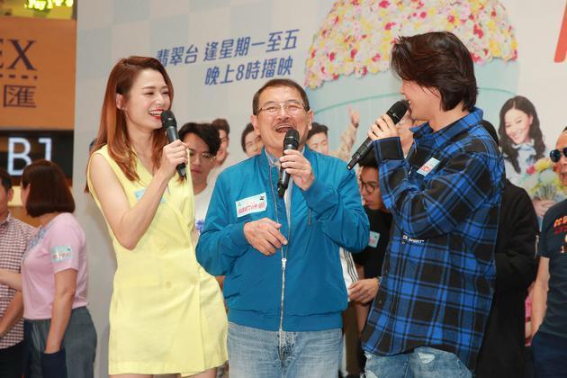 刘恺威父亲透露杨幂女儿小糯米近况,亲手为爷爷准备卡片好暖心