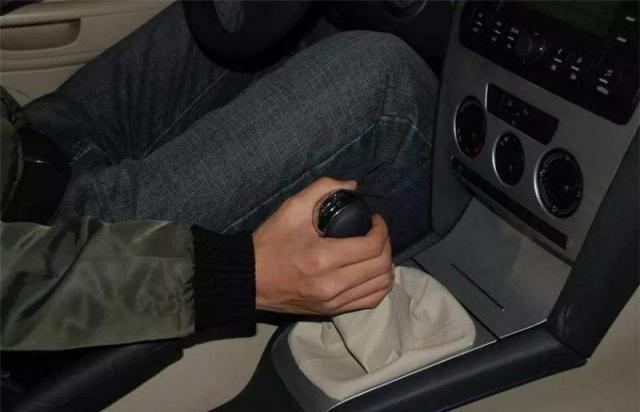 手动挡的车怎么开才会感觉爽?