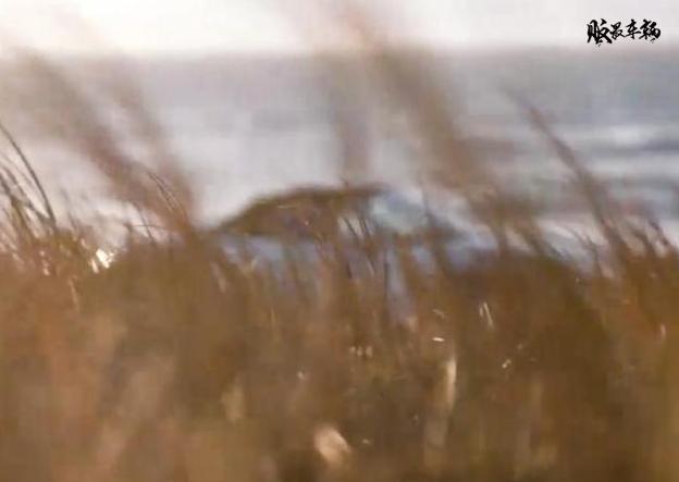 保时捷718 Boxster Spyder预告图公布,手动软顶敞篷设计
