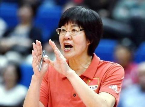 依赖老将,新人匮乏!郎平还适合继续做中国女排的主教练吗?