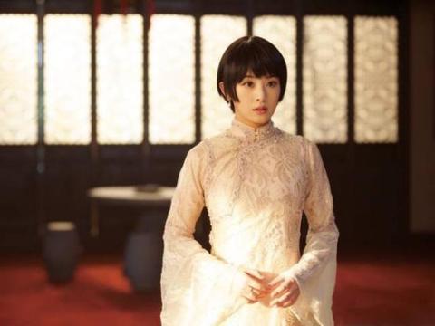 被张含韵惊艳到了,穿上旗袍优雅又英气,完全颠覆甜美少女形象!
