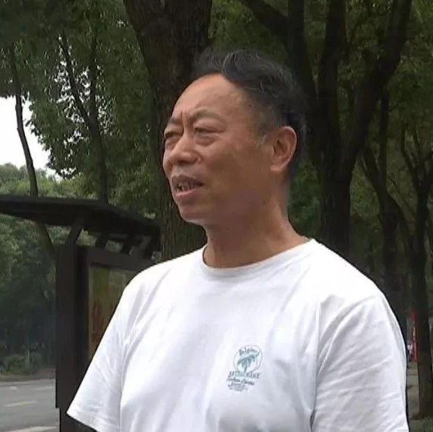 """3岁幼儿发烧抽搐 好心司机为救人上演""""萍城时速"""""""